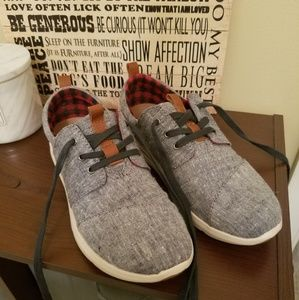 LAST CHANCE:Toms sneakers